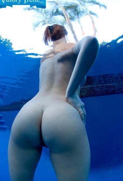Голые девушки под водой 6 фото