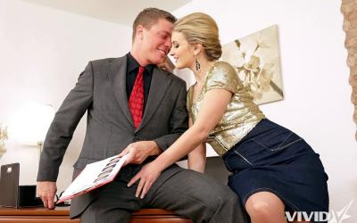 Босс трахнул русскую секретаршу в жопу 2 фото