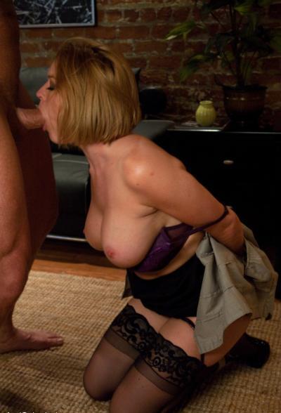 Связал жену и грубо трахнул в попу БДСМ 12 фото