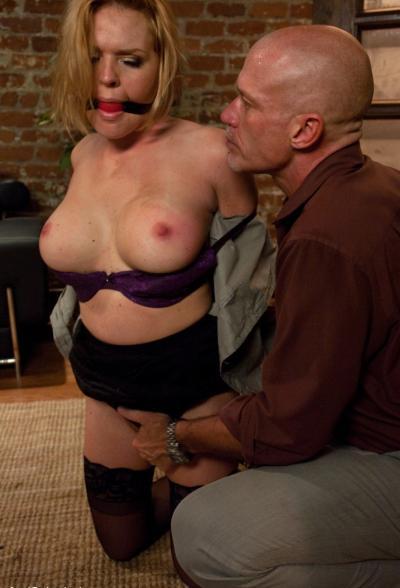 Связал жену и грубо трахнул в попу БДСМ 7 фото