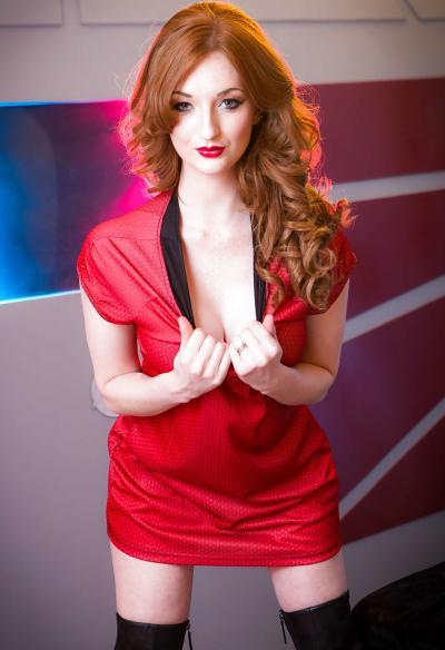 Молодая рыжая девушка с большими сиськами 4 фото