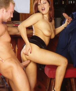 Босс с барменом трахнули рыжую сучку