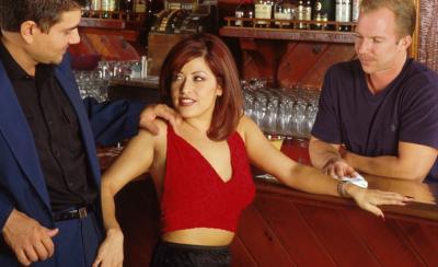 Босс с барменом трахнули рыжую сучку 1 фото