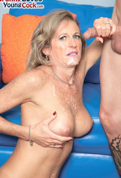 Пожилая женщина занимается сексом с молодым самцом 16 фото