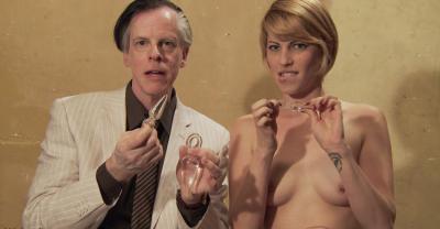 Девушка тестирует секс игрушки 10 фото