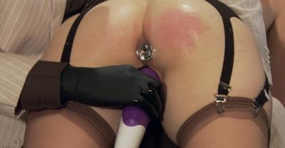 Девушка тестирует секс игрушки 15 фото