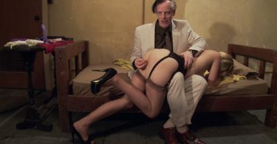 Девушка тестирует секс игрушки 5 фото