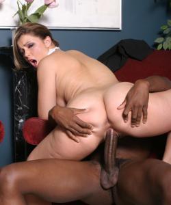 Негр жестко наказал домохозяйку
