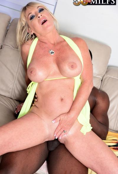 Негр залил спермой зрелую блондинку 11 фото