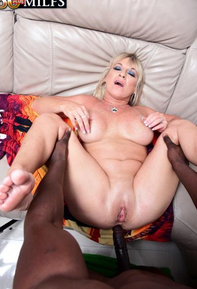 Негр залил спермой зрелую блондинку 14 фото