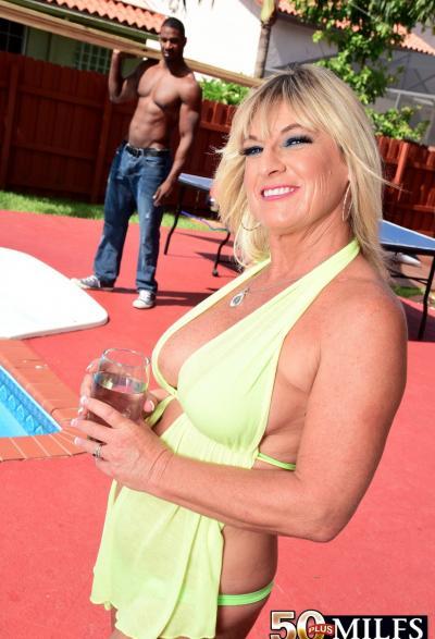 Негр залил спермой зрелую блондинку 2 фото