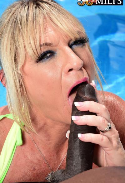 Негр залил спермой зрелую блондинку 7 фото