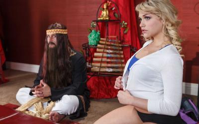 Йог трахнул офигенную блондинку 1 фото