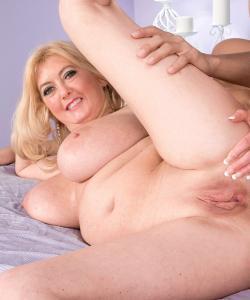 Анальный секс со зрелой блондинкой