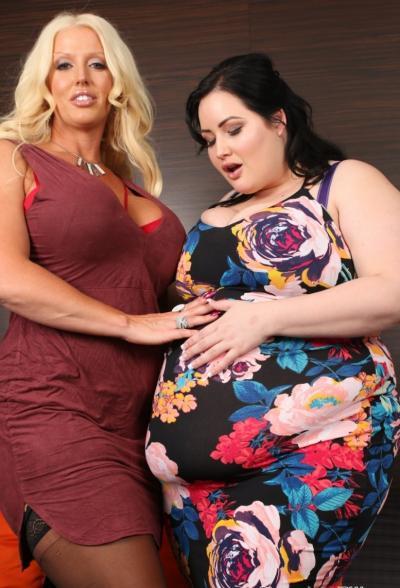 Очень толстая лесбиянка трахается с подругой 2 фото