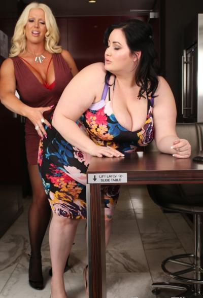 Очень толстая лесбиянка трахается с подругой 4 фото