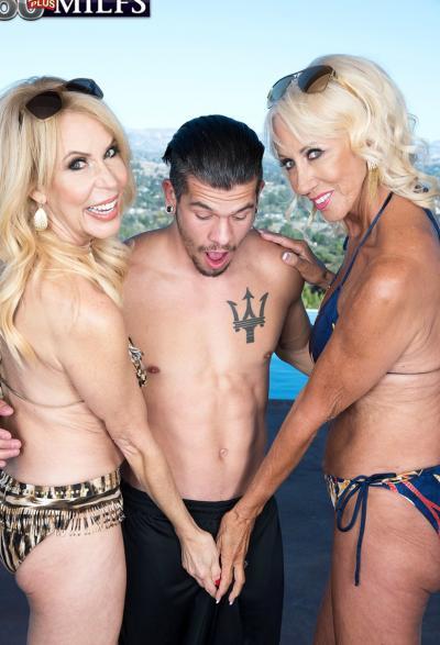 Две зрелые блондинки развлекаются с молодым самцом 5 фото