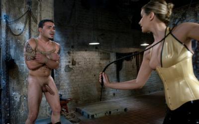 Сексуальная милфа насилует мужлана 15 фото