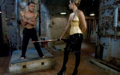 Сексуальная милфа насилует мужлана 7 фото