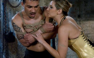 Сексуальная милфа насилует мужлана 8 фото