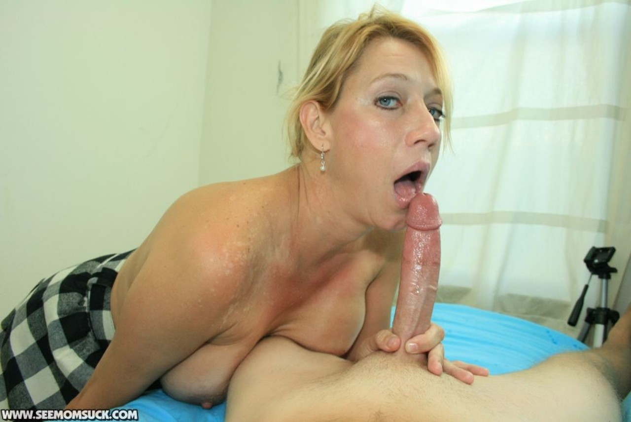 Mature blonde housewife gives a quick blowjob in the car
