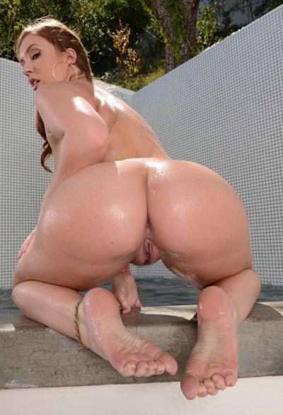 Порнозвезда показала большую мокрую жопу 10 фото