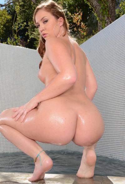 Порнозвезда показала большую мокрую жопу 11 фото