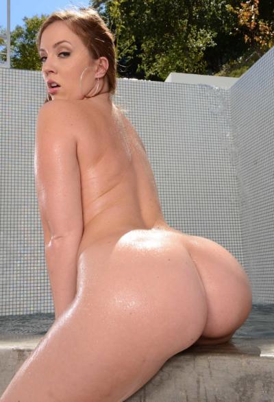 Порнозвезда показала большую мокрую жопу 12 фото
