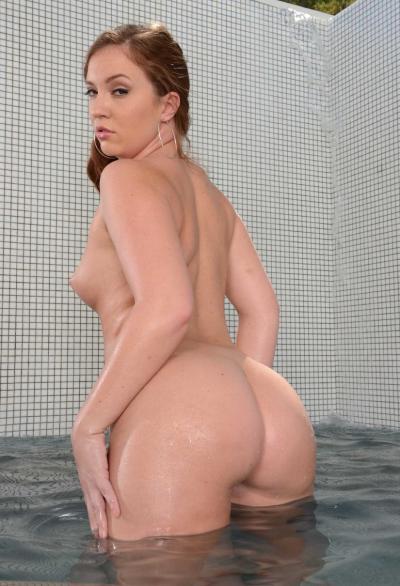Порнозвезда показала большую мокрую жопу 14 фото