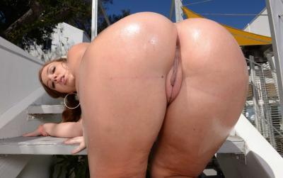 Порнозвезда показала большую мокрую жопу 18 фото