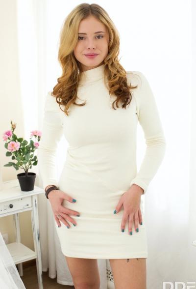 Русская блондинка захотела секса 2 фото