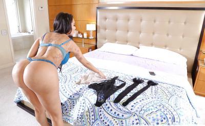Сексуальная жена переодевается для траха 3 фото