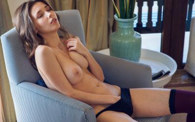 Молодая девушка с большими сиськами 11 фото