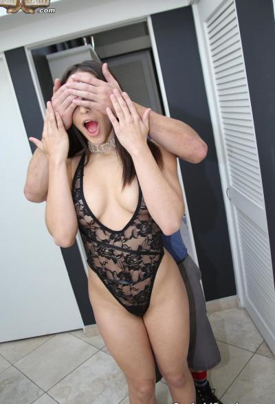 Муж продал свою жопастую жену двум неграм 5 фото