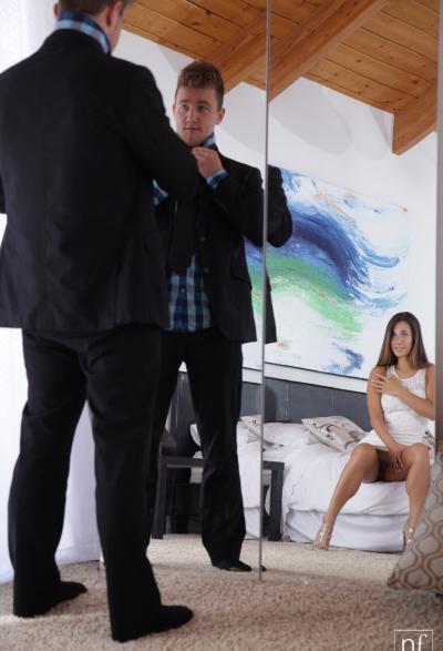 Сексуально голодая девушка возбудила парня 1 фото