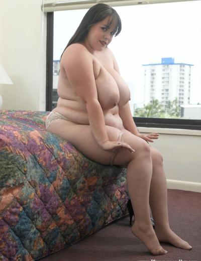 Толстая брюнетка с огромными сиськами Isabell Lane 10 фото