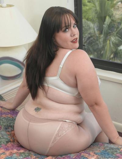 Толстая брюнетка с огромными сиськами Isabell Lane 6 фото