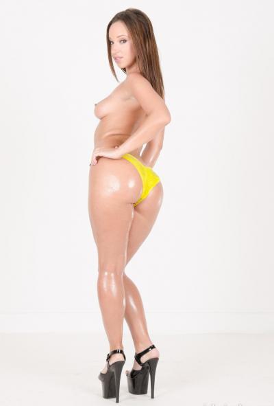 Девушка с большой жопой в масле 17 фото
