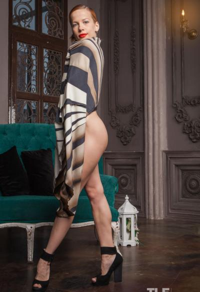 Девушка с волосатой киской и аналом 1 фото
