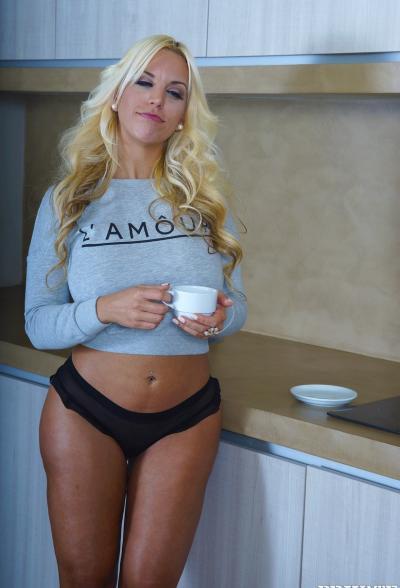 Негр трахнул сочную блондинку 2 фото