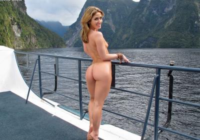 Привлекательная милфа мастурбирует на яхте 15 фото