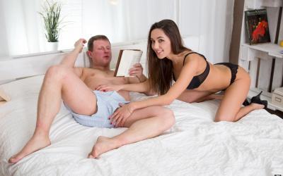 Брюнетка захотела секса во все дыры 1 фото
