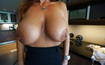 Зрелая брюнетка с большими сиськами 13 фото