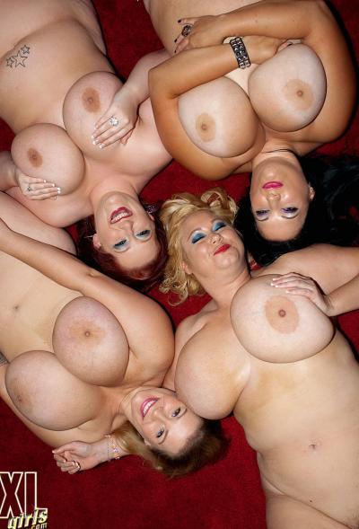 Четверо толстых подружек с огромными сиськами 8 фото