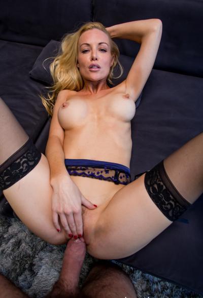 Красивый секс от первого лица с милфой 17 фото