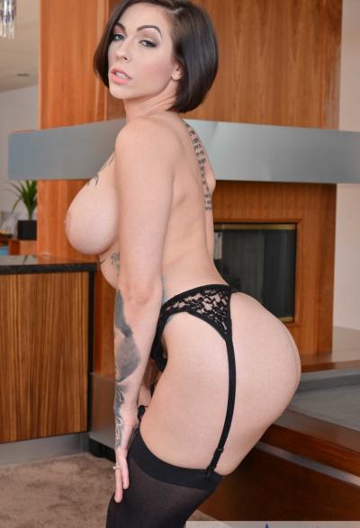 Сексуальная мамаша на бильярдном столе 16 фото