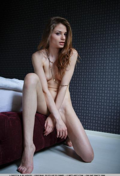 Молоденькая худенькая модель 9 фото
