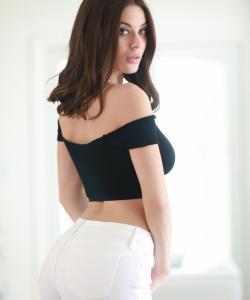 Красивая порнозвезда Lana Rhoades