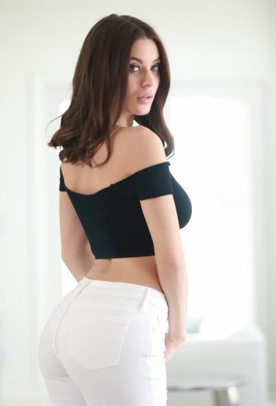 Красивая порнозвезда Lana Rhoades 2 фото