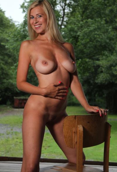 Обнаженная блондинка Anastasia Devine 12 фото